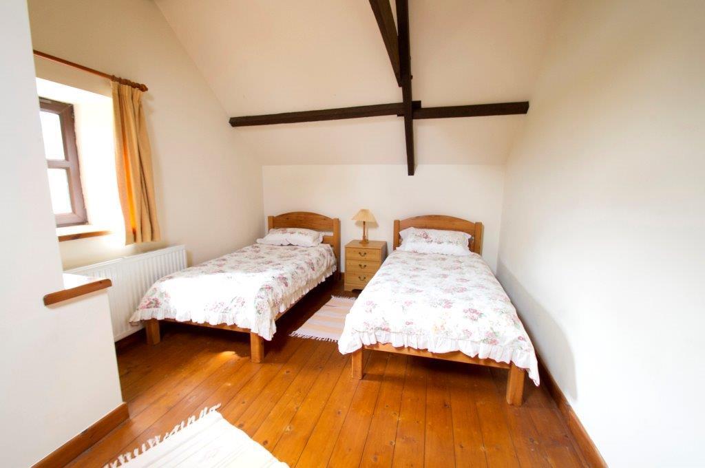 Llwynpur twin bedroom
