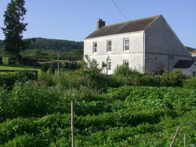 Glanyrynys Farmhouse and Garden