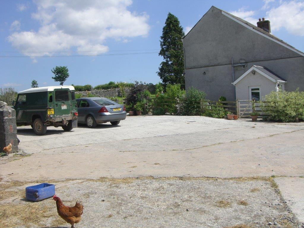 Glanyrynys B&B Farmyard